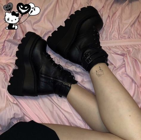 is it weird that shoes pictures like this are my aesthetic? Edgy Outfits, Grunge Outfits, Grunge Fashion, Cool Outfits, Aesthetic Shoes, Aesthetic Fashion, Aesthetic Clothes, Aesthetic Black, Alternative Outfits