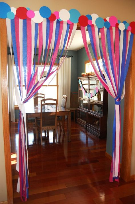cute idea for red, white, and blue streamers!