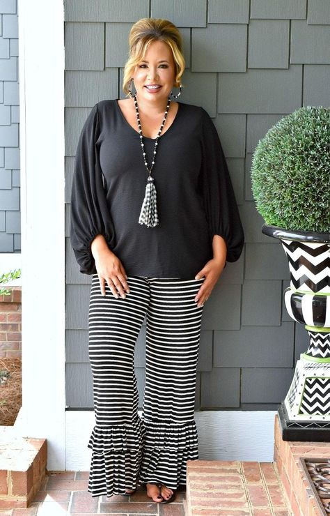 The women's boutique you're looking for is right here! Casual Plus Size Outfits, Plus Size Fall Outfit, Womens Fashion Casual Summer, Over 50 Womens Fashion, Plus Size Casual, Business Casual Outfits, Plus Size Fashion For Women, Plus Size Tops, Women's Plus Size Style