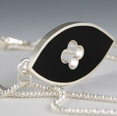 Nieve ring and necklace set in resin and chain silver.