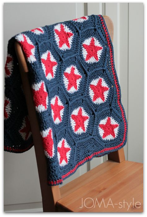 Gorgeous star hexagon crochet blanket in red, white and blue from Joma-style #crochet #star #hexie #hexagon #blanket