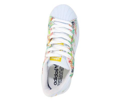 59c42b88a9b Tênis Feminino Adidas Superstar Branco e Floral Amarelo