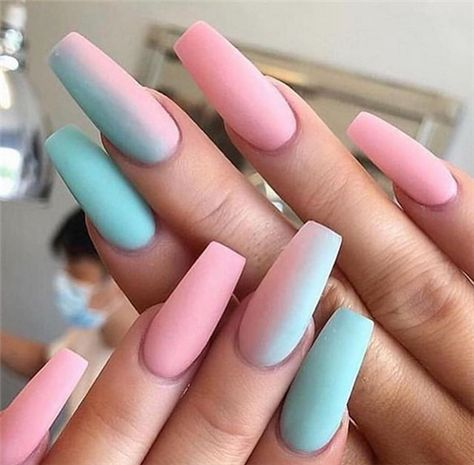 The ombre coffin nails design are so perfect for 2019 spring and summer!#OmbreNails#CoffinNails #JeweNails#glitternails#summernails