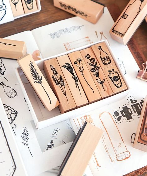 These rubber stamps are perfect for crafting and scrapbooking projects. Decorate your bullet journal, calendar, post cards, envelopes or gift wrappings with them. Bullet Journal Ideas Pages, Bullet Journal Inspiration, Washi, Journaling, Kawaii Pens, Pen Pal Letters, Pen Shop, Wood Stamp, Scrapbook Journal