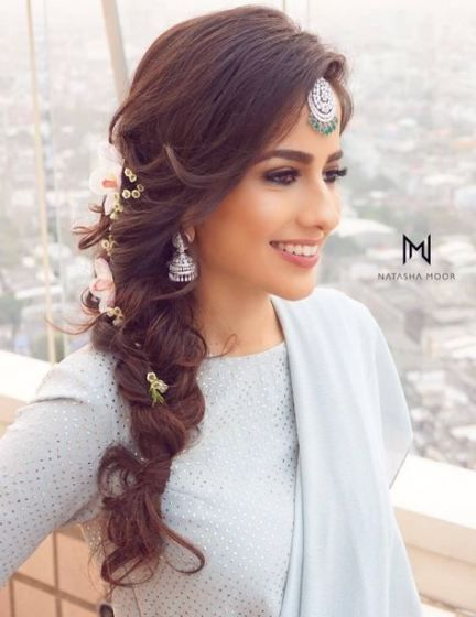 29 Ideas Wedding Bridesmaids Hairstyles Simple For 2019 Bridesmaids Hairstyles Engagement Hairstyles Wedding Hairstyles Bridesmaid Indian Bridal Hairstyles