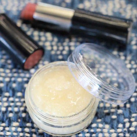 DIY Lip Scrub - DIY Zuckerlippenpeeling mit nur 4 Zutaten - Machen Sie dieses einfache DIY Lippenpeeling, das Ihre Lippen weich und peelend macht. Mit nur 4 Zut - #BathAndBody #BodyCreams #DIY #Fragrance #Lip #LipScrubs #LushBathBombs #mit #nur #Scrub #SheaButter #TheBodyShop #VictoriaSecretPerfume #Zuckerlippenpeeling #Zutaten