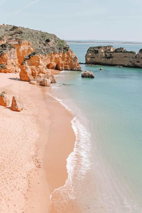 10 Best Beaches In Portugal To Visit One of the best parts about any trip to Portugal is definitely visiting one of its many amazing beaches. After all, there's a huge amount of the best beaches in Portugal dotted all over the Strand Wallpaper, Beach Wallpaper, Tumblr Wallpaper, Screen Wallpaper, Bts Wallpaper, Wallpaper Quotes, Beach Photography, Nature Photography, Travel Photography
