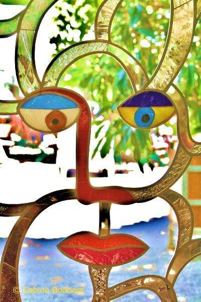 Farbenrausch Und Sinneslust In Der Grotte Von Niki De Saint Phalle Kunst Ideen Kunstwerke Kunst