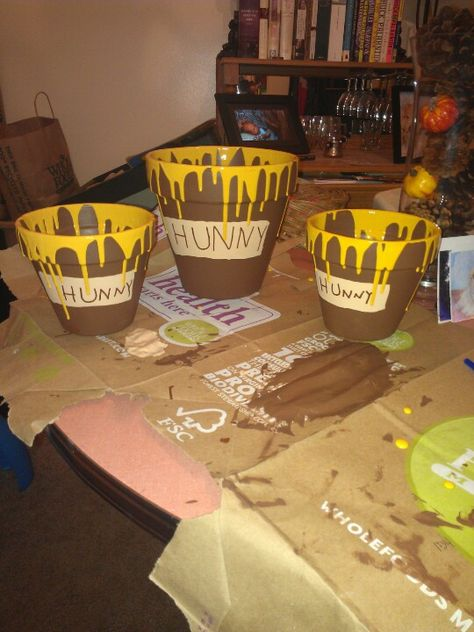 Birthday hunny pots for Winnie the Pooh birthday party! craft - winnie pooh küche