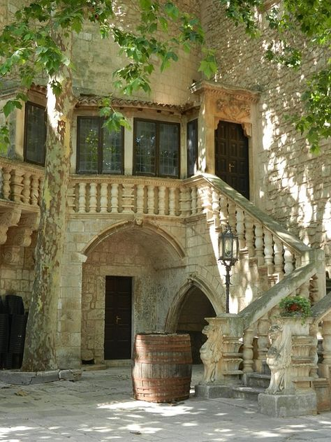 House and courtyard, Puglia, Italy (no credits) Future House, My House, Italian Courtyard, Italian Villa, Italian Style Home, Italian Home Decor, Puglia Italia, Italy House, House Stairs