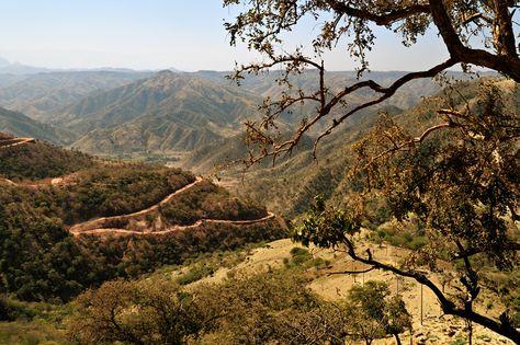 #Ethiopie - Route en lacets dans un paysage vallonné #Ethiopia