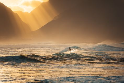 Photographer Marina Weishaupt captures the might of the waves in Maui, Hawaii