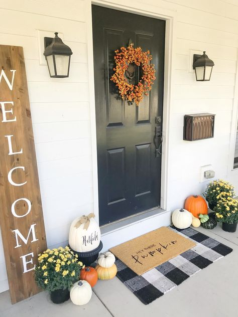 39 Simple Autumn Porch Styling Tips You Must Try Fall Home Decor, Autumn Home, Fall Decor For Porch, Outdoor Fall Decorations, Halloween Door Decorations, Fall Doormat, Adornos Halloween, Seasonal Decor, Holiday Decor