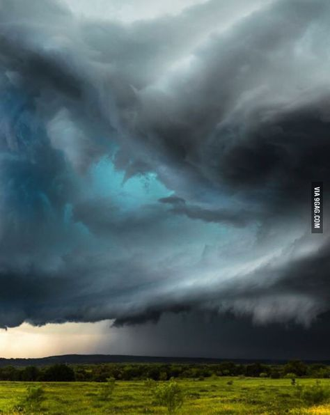 """JC SAT Top 10 Weather Photographs: """"Texas Supercell Brings Waves of Blue"""" – """"Wave In The Sky"""". The supercell near Graham, Texas yesterday created a """"Breaking Wave"""" shape as it started to intensify. Weather Cloud, Wild Weather, Texas Weather, Storm Clouds, Sky And Clouds, Beautiful Sky, Beautiful Pictures, Thunderstorms, Tornados"""