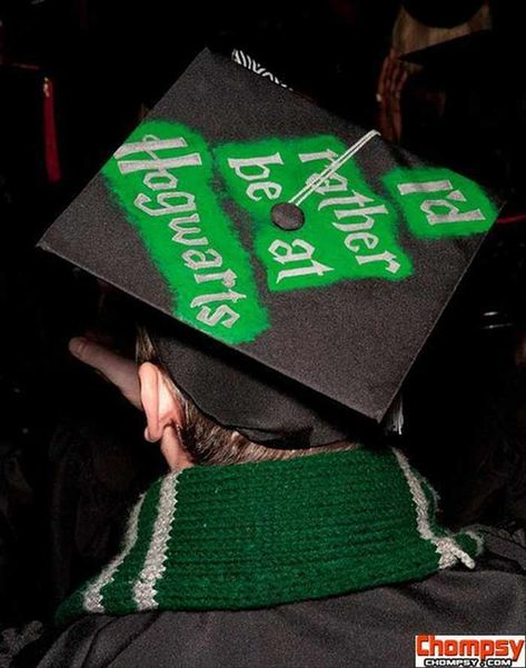 These funny graduation caps definitely sum up what graduating feels like. The weirdest, wackiest, and most innovative graduation caps that absolutely nailed it. - Page 4 of 6