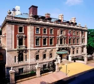 The Carnegie Mansion 2 East 91st Street At Fifth Avenue In New York City Andrew Carnegie Built His Mansion In New York Landmarks Mansions New York Attractions