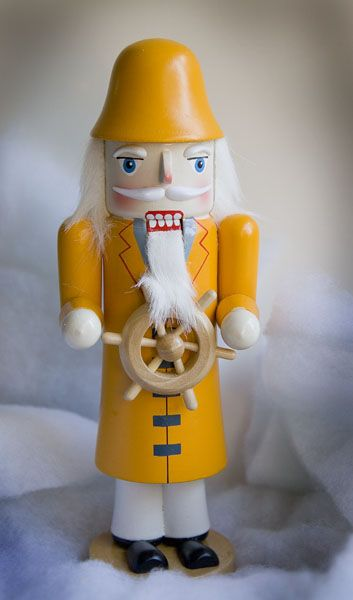 http://chesapeakebaychristmas.com/test/images/Nutcracker%20Yellow.jpg