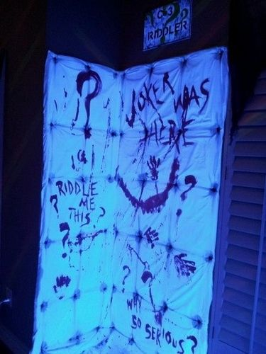 Arkham Asylum - An egg crate mattress cover underneath a sheet, then stapled to the wall, painted to look like a padded room. From Halloween Forum