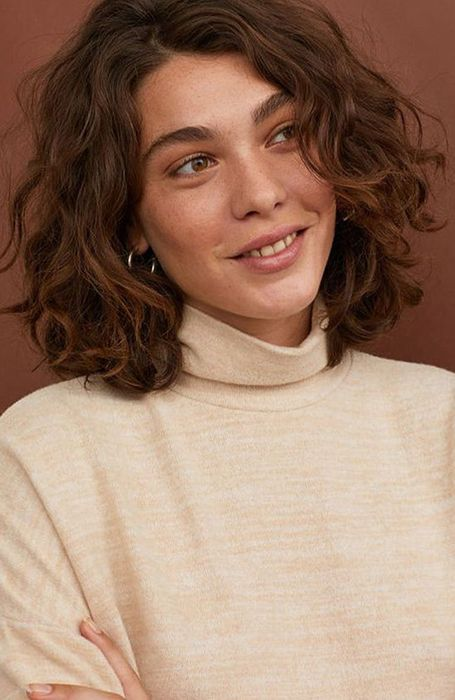 permed hairstyles 18 Stylish Perm Hair Looks to Rock in 2020 - The Trend Spotter Shaved Side Hairstyles, Long Face Hairstyles, Headband Hairstyles, Medium Permed Hairstyles, Wedding Hairstyles, Fine Hairstyles, School Hairstyles, Formal Hairstyles, Latest Hairstyles