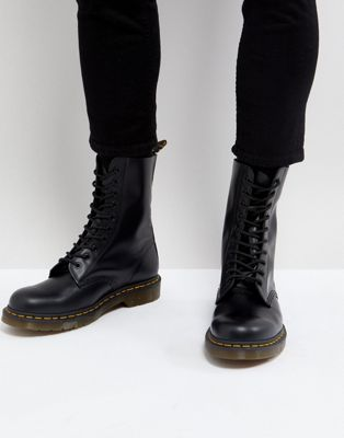 Dr Martens – Vegan 1460 – Schwarze Stiefel mit 8 Ösen