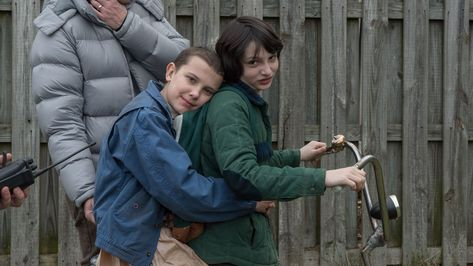Millie & Finn behind the scenes of Stranger Things season 1