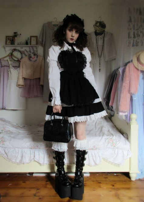 """Recent favourite coords - """"/cgl/ - Cosplay & EGL"""" is imageboard for the discussion of cosplay, elegant gothic lolita (EGL), and anime conventions. Edgy Outfits, Grunge Outfits, Pretty Outfits, Cool Outfits, Fashion Outfits, Aesthetic Grunge Outfit, Aesthetic Clothes, Harajuku, Alternative Outfits"""