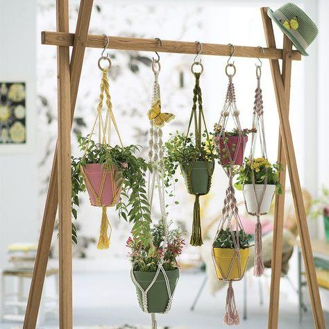 Mobilier suspendu : 6 DIY gain de place, suspension en macramé - Hanging furniture :  6 DIY  - hanging flowers / Marie Claire Idées