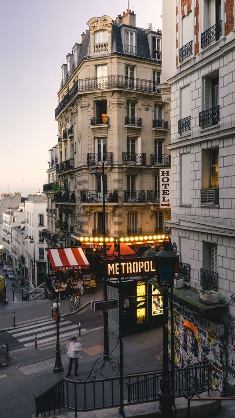 This looks exactly like the corner down from our hotel...but perhaps all the corners look the same in Paris...