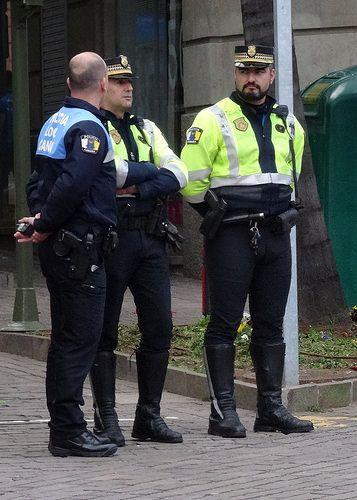 Policia Local Santa Cruz De Tenerife By Oscar In The Middle Policia Policia Local Hombres En Uniforme
