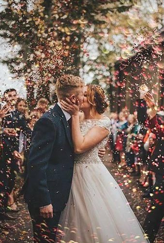 Creative Wedding Photo Ideas And Poses Creative Wedding Photo Ideas Poses Creative Kiss Y Country Wedding Photos Wedding Photos Poses Romantic Wedding Photos