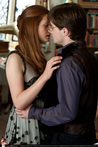 Ginny Weasley Photo Dh Part 1 Promo Harry Potter Ginny Harry Potter Kiss Harry Potter Ginny Weasley