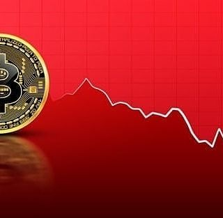 The Bitcoin Exchange Rate Is Going Down To The Level Of 10 000 The Participants In The Cryptocurrency Online Forex Trading Online Organization Money Trading