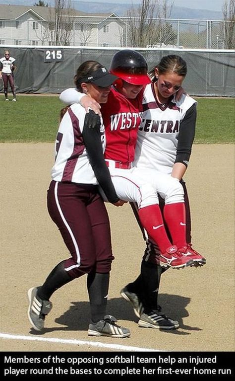Two Central players carry her around the base allowing her to touch all bases. After the game the Central players said she earned it and had no regrets. Faith in humanity restored. Softball Memes, Softball Players, Girls Softball, Fastpitch Softball, Softball Stuff, Softball Things, Softball Problems, Softball Cheers, Softball Catcher Quotes