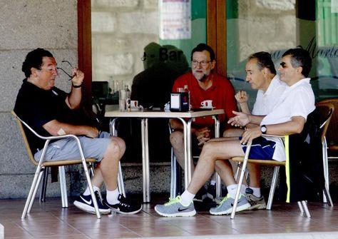 Rajoy, tras pasear por Ribadumia: ha hablado con el pres. de Canarias y lo hará ... - http://www.vistoenlosperiodicos.com/rajoy-tras-pasear-por-ribadumia-ha-hablado-con-el-pres-de-canarias-y-lo-hara/