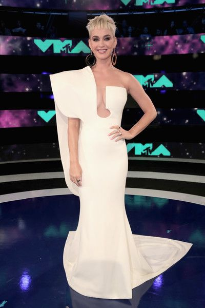 Katy Perry in Stephane Rolland at the MTV VMAs - The Most Daring Red Carpet Dresses of the Decade - Photos