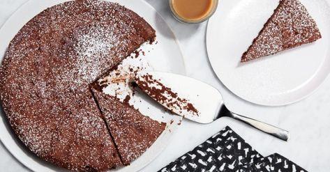 Um Bolo De Chocolate Sem Farinha E Com 4 Ingredientes Com Imagens