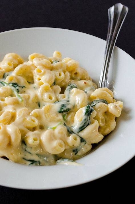 2 cups cooked pasta  2 cups shredded cheese of choice  1/2 cup Greek yogurt  2 cups fresh spinach (I'd use frozen)  1/4 tsp onion powder  1/4 tsp garlic powder  salt and pepper to taste    Reserve about 1/2 cup of pasta water to make sauce. Maybe add diced tomatoes and pan seared chicken?