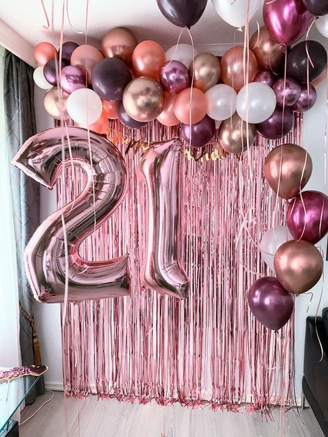 21st Birthday Cakes, 23rd Birthday, Birthday Party Themes, 21 Birthday Balloons, 21 Balloons, Birthday Decorations At Home, 18th Birthday Party Ideas Decoration, Diy Birthday Backdrop, 21st Party Decorations