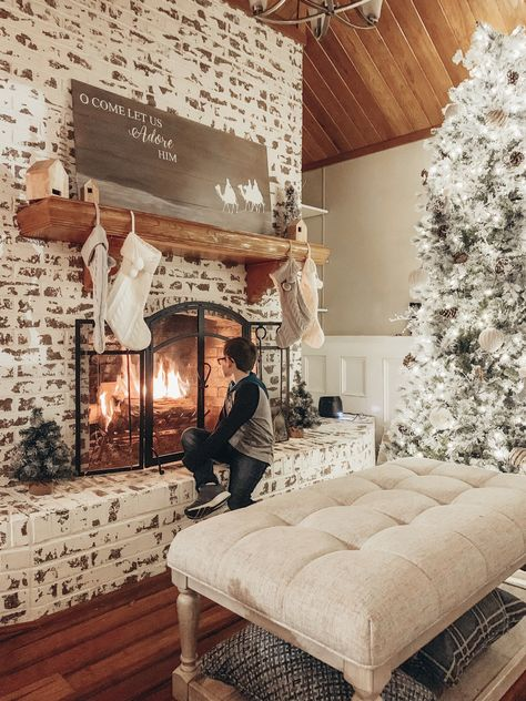 Farmhouse Fireplace, Home Fireplace, Fireplace Design, Brick Fireplace Remodel, Brick Fireplace Decor, Painted Brick Fireplaces, Fireplace Ideas, Home Renovation, Home Remodeling