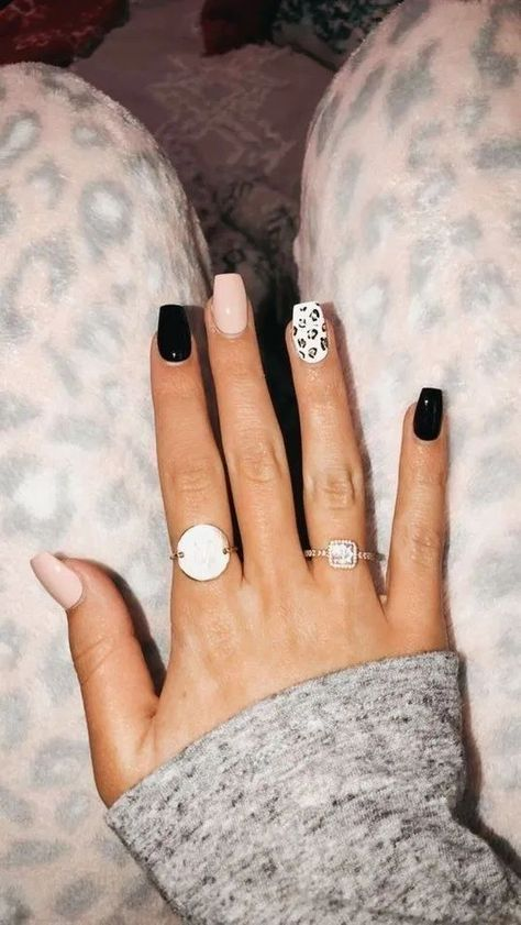 Fall Nail Art Inspo Straight From the Runways Simple Acrylic Nails, Summer Acrylic Nails, Best Acrylic Nails, Acrylic Nail Designs, Summer Nails, Cheetah Nail Designs, Heart Nail Designs, Cute Nail Art Designs, Pastel Nails