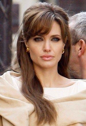 Angelina Jolie Hairstyles 50 Best Outfits Hairstyle Angelinajolie Angelina Jolie Hair The Tourist Angelina Jolie Hair Styles
