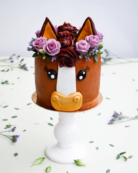 Rodeo Birthday, 13 Birthday Cake, Horse Birthday Parties, Birthday Celebration, Animal Birthday Cakes, Girl Horse Party, Cake Paris, Barnyard Party, Horse Cake