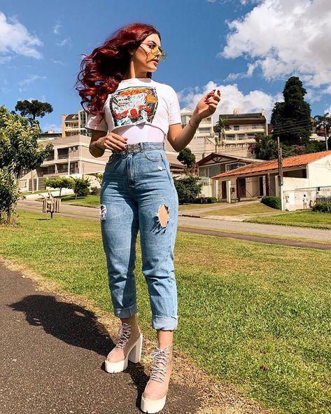 Kim RosaCuca (@kimrosacuca) • Look do dia: jeans com cropped, ruiva, cabelo ondulado, foto no parque e foto com óculos para se inspirar