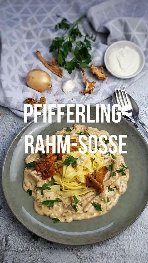 Pfifferling-Rahm-Soße mit Bandnudeln ist ein tolles Spätsommergericht. Eine köstliche cremige Rahm-Soße mit frischen Pilzen schmeckt allen gut. Ein leckeres vegetarisches Gericht, das sehr schnell und einfach mit nur wenigen Zutaten gemacht ist. Die Pfifferling-Rahm-Soße mit Bandnudeln ist ein beliebtes Essen, das ganz ohne Fleisch auskommt. In einer cremigen Rahm-Soße vereint mit frischen Bandnudeln. #rahmsoße #einfach #sahnesoße #pilze #pfifferlinge #kochen #lydiasfoodblog #rezept #kochvideo