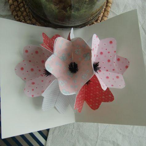 tuto carte pop up Tuto : Une carte pop up fleurie Tuto : Une carte pop up fleurie
