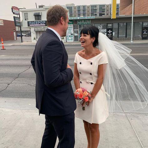 Elvis, hamburguesas y Las Vegas: las geniales fotos de la boda de Lily Allen y David Harbour te devolverán la fe en el amor.