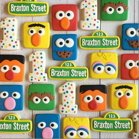 These adorable Sesame Street Birthday Cookies were made by Meg Makes and . Elmo Cookies, Elmo Cake, Cookies For Kids, Baby Cookies, Fondant Cookies, Sesame Street Birthday Cakes, Sesame Street Cake, Sesame Street Cookies, Sesame Street Cupcakes