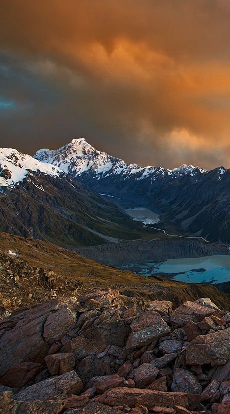 Aoraki / Mount Cook Mackenzie is located in the centre of New Zealand's South Island.