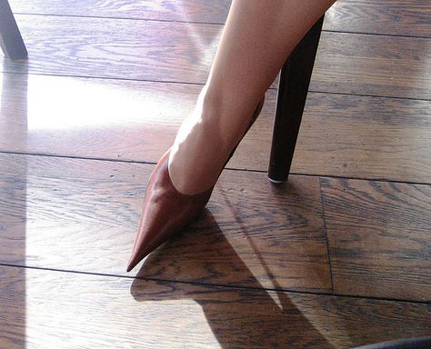 www.rosashoes.com   Pointy Toe Pumps That will be great for the office!