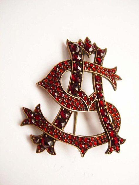 Brooches Jewels : Garnet brooch. #antiquejewelry